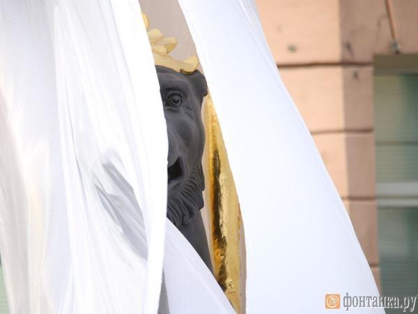 На Банковском мосту вновь засияли крылья грифонов. Переправа открыта