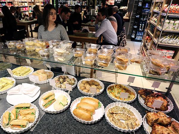 Магазины превращаются в столовые. В Петербурге возрождается формат фабрик-кухонь