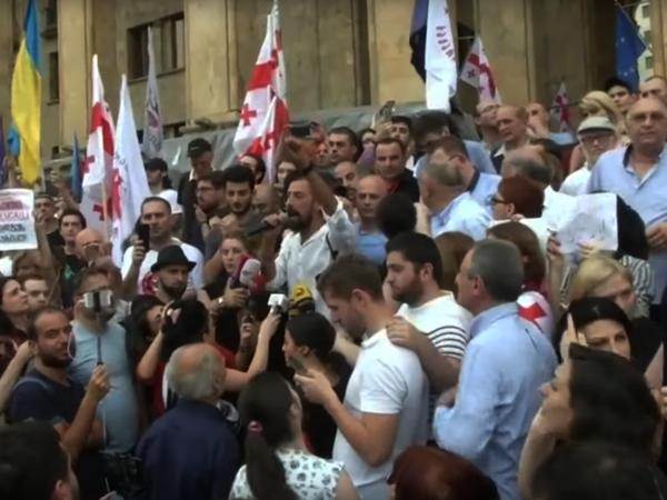 Протесты в центре Тбилиси: «У грузинского и российского народа один враг»