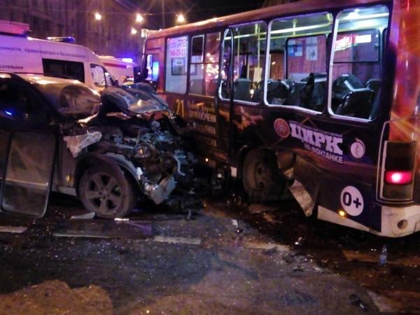 «Она умирает». Ранивший 13 пассажиров маршрутки петербуржец рассказал душещипательную версию своего бегства