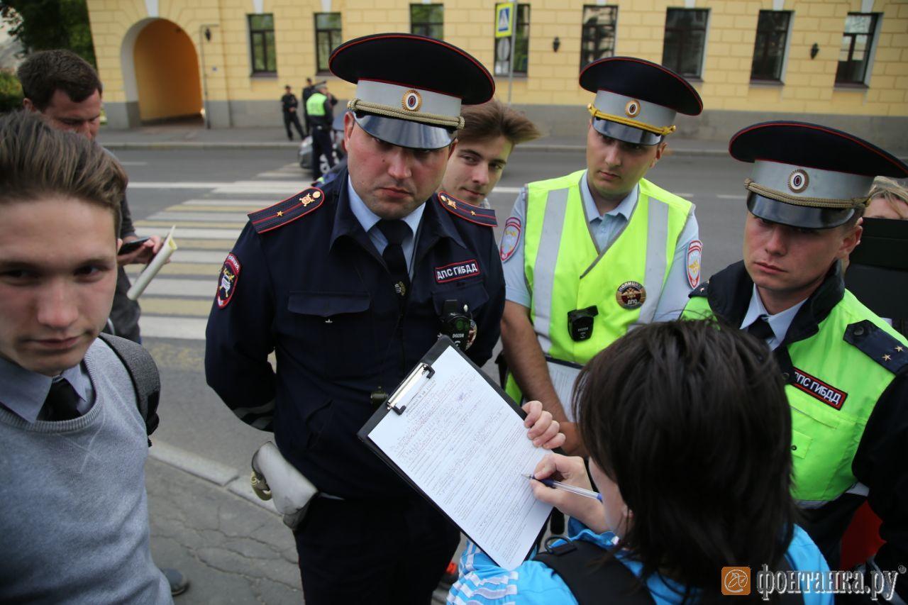 составление протокола за переход улицы на запрещающий сигнал регулировщика