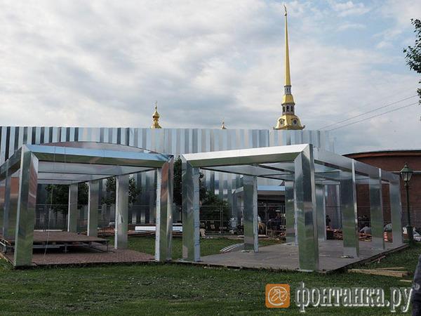 Вечеринка «Роснефти», тусовка Сбербанка, open-air Газпромбанка: гости ПМЭФ выбирают отдых в Петербурге
