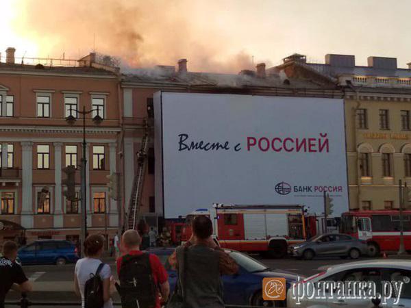 Дом Черкасского на площади Трезини горит в третий раз. Огнём охвачены 50 квадратных метров