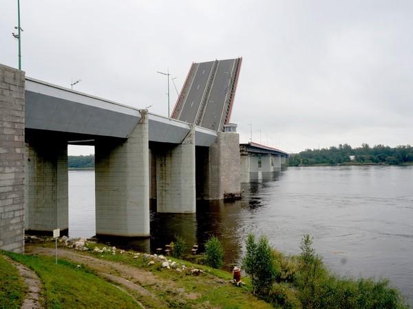 Из-за жары разводку Ладожского моста на «Коле» перенесли на другой день