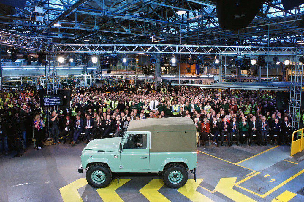 Последний Defender сошел с конвейера завода в Солихалле в январе 2016 года.