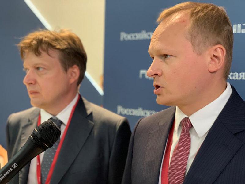 вице-президент НОСТРОЙ Антон Мороз (справа)