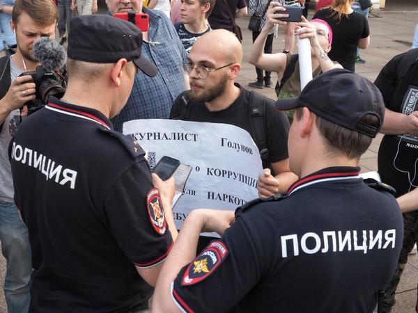 Je suis Golunov. Журналисты России выступили против задержания коллеги. Полиция делает шаг назад