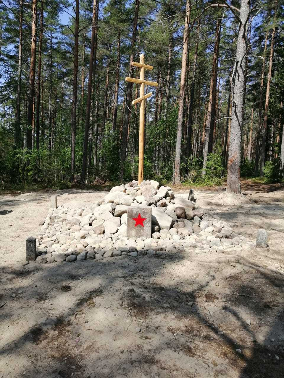 крест на месте бывшей братской могилы // Ольга Богданова