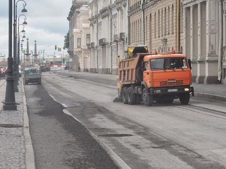 Ремонты идут фронтом: закрыты набережные в центре, на очереди Троицкий мост