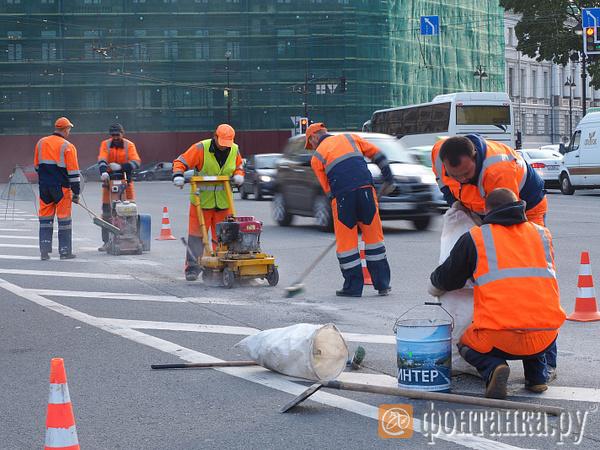 Смольный гонится за майскими указами. Где в Петербурге будут ремонтировать дороги в ближайшие 3 года
