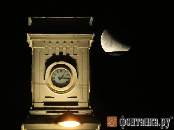 Петербуржцы посмотрели на последнее лунное затмение. Ждать следующего придется шесть лет