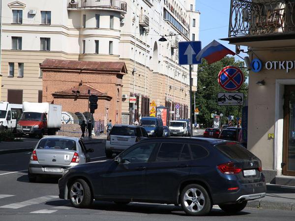 Разворот с лишением: водителей на Профессора Попова ловят на невнимательности