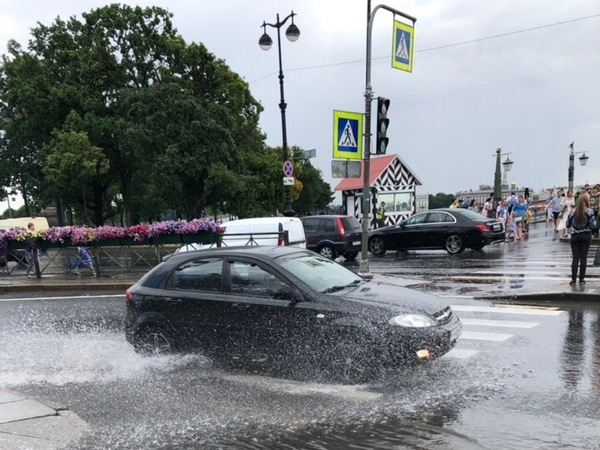 Нерасчетные фонтаны Петербурга. Показываем самые мокрые места города
