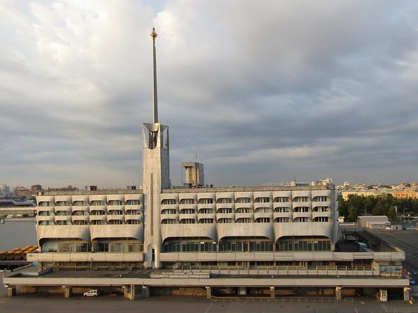 Инвесторов швартуют к «Морскому вокзалу». Редевелопмент комплекса Смольный оценил в 6 млрд