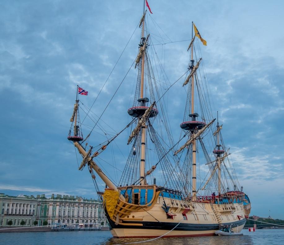 «Урагана» не будет, «Козельск» на подходе. Каким кораблям улыбался министр Шойгу (Иллюстрация 1 из 4) (Фото: фото с сайта /poltava1712.ru)