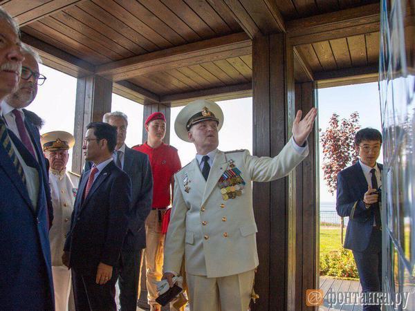 Глава Кронштадта снова надел военный мундир. На острове Котлин презентовали сквер русско-корейской дружбы