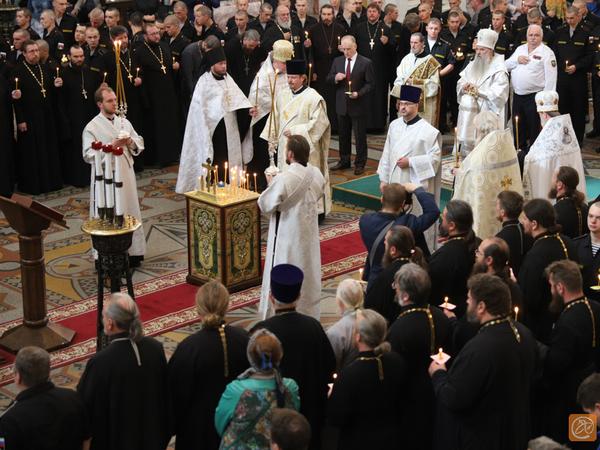«Мужайтесь и крепитесь». В кронштадтском морском соборе отслужили панихиду по погибшим в Баренцевом море