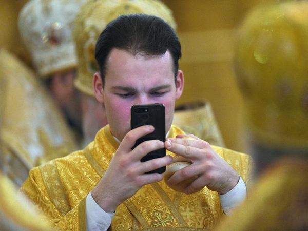 «Наши священники становятся свободными людьми благодаря социальным сетям»