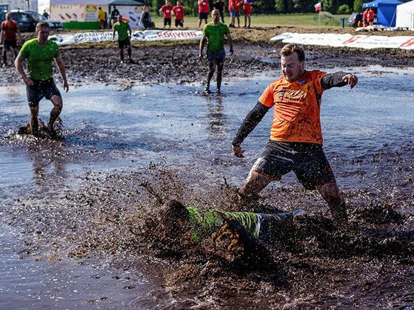 Петербуржцы впервые стали чемпионами Европы по болотному футболу