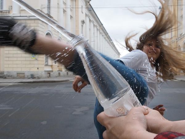 Открылось все: «Фонтанка» первой из петербургских СМИ приняла вызов Bottle Cap Challenge