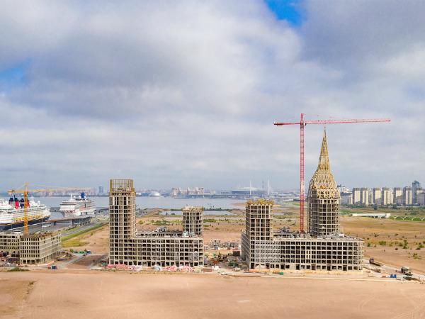 Намыв на  Васильевском острове обрел архитектурную доминанту - золотой шпиль