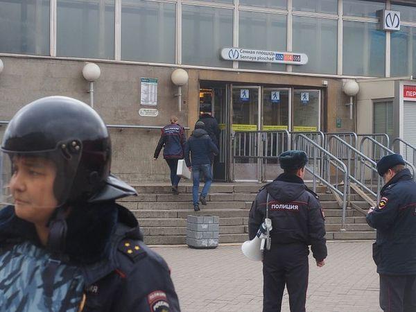 В Петербурге метро три года почти каждый день закрывали на бесполезные проверки. Кто виноват и почему это закончилось