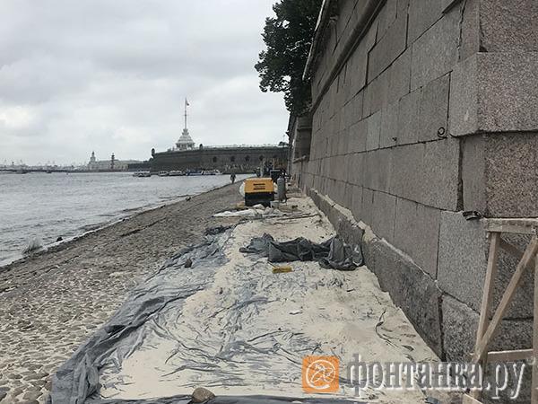 Фасады Петропавловской крепости впервые в истории очистят воздухом и песком