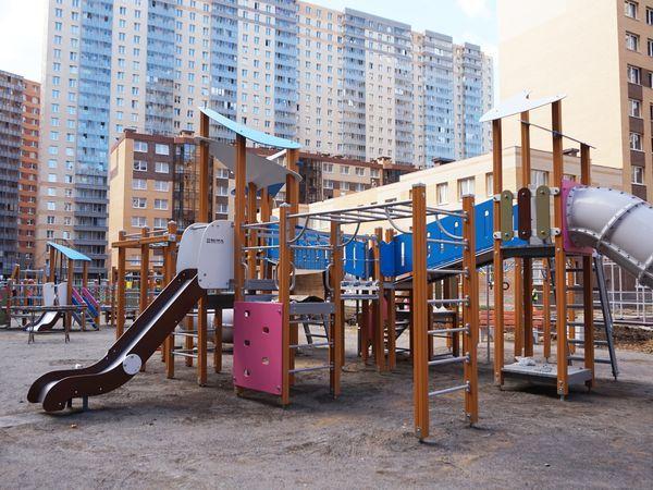 В 6-й очереди «Нового Оккервиля» завершается монтаж детских площадок