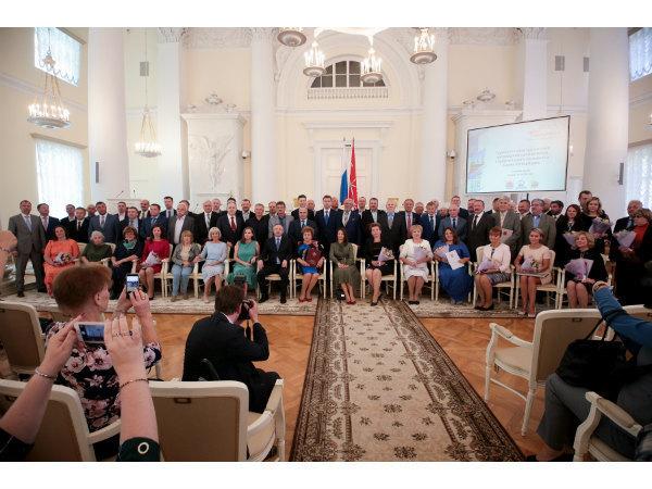 Сотрудники Группы «Эталон» в Санкт-Петербурге получили награды ко Дню строителя