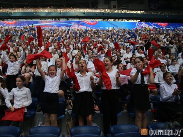 Более восьми тысяч музыкантов установили в Петербурге рекорд Гиннесса, исполнив на «Газпром Арене» гимн России