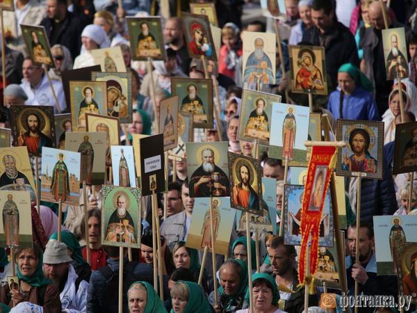 На площади Александра Невского завершили крестный ход