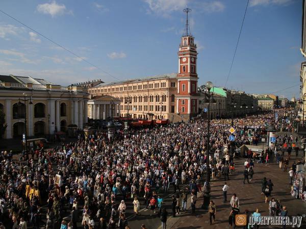 115 тысяч человек, но в ротации: Санкт-Петербургская митрополия рассказала о новом рекорде на крестном ходе