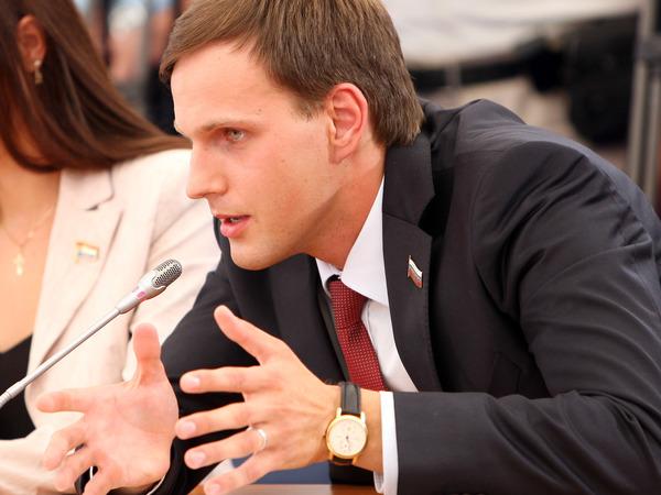 От встречи с президентом до аферы со страховками. Как депутат из Петербурга инвестировал политический капитал