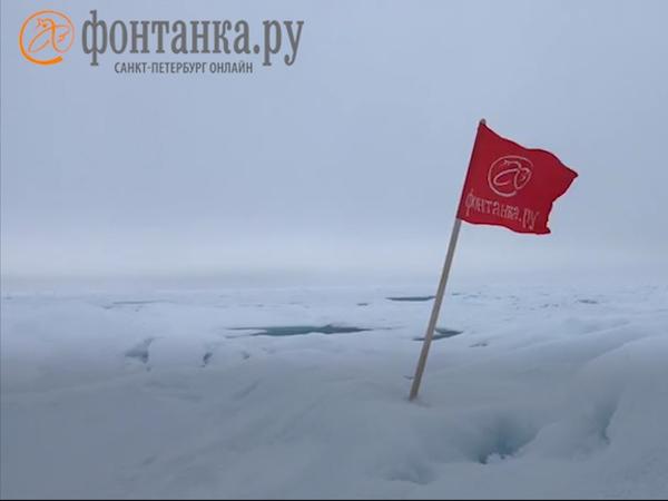 Что делать, если вы на Северном полюсе, а флаг забыли дома? Бесполезная инструкция от «Фонтанки»