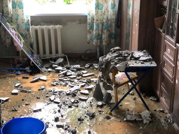 Периодическое подтапливание. В сталинке на Московском отопительный сезон обвалил потолок