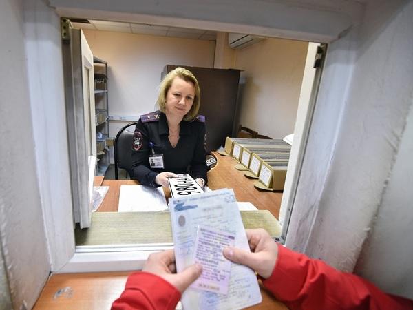 Электронный ПТС жмет на тормоз. Полная отмена бумажных носителей грозит массовыми задержками выдачи машин