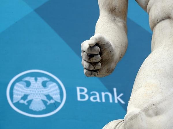 Отрицательные ставки по вкладам: как ЦБ и банки хотят отучить россиян от валюты