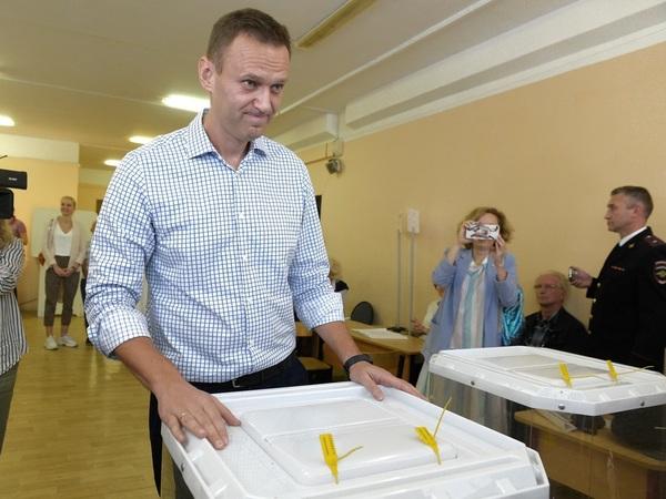 Как Навальный с американцами давил на психику и заставил жителей «Смольнинского» выбрать не тех