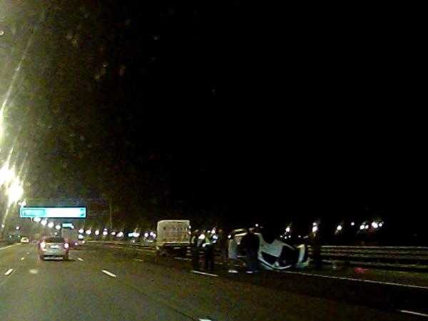 На КАД авария с двумя «Митсубиши». Один уничтожен наполовину, другой лежит на крыше