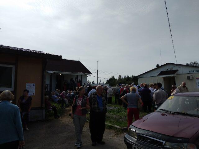 «Час ожидания». Дачникам из Петербурга не хватило терпения выстоять очередь к избирательной урне (Иллюстрация 1 из 2)