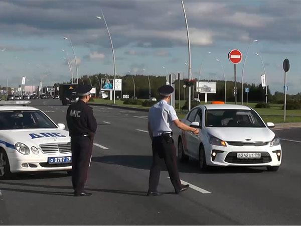 Таксистам в «Пулково» подрезали крылья. Семерых иностранцев оштрафуют