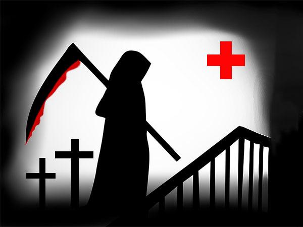 «Сломаем руки, чтобы чернила не переводили». Клиентам «депутатской» поликлиники обещают бесплатные места на кладбище