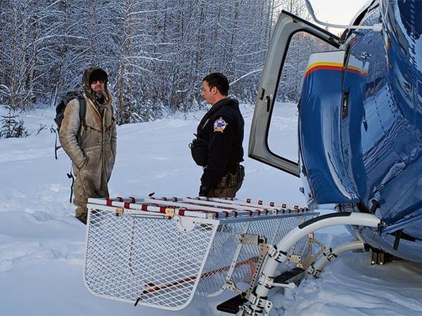 Американец три недели выживал на арахисовом масле и ананасе посреди Аляски. Видео спасения