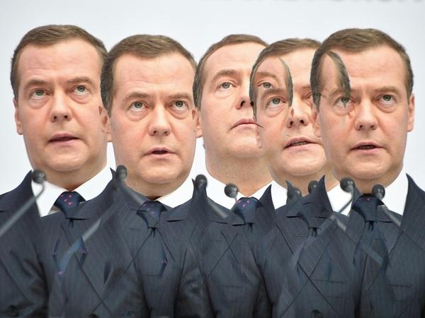13 подвигов Медведева. Чем запомнится уходящий премьер как политик и человек