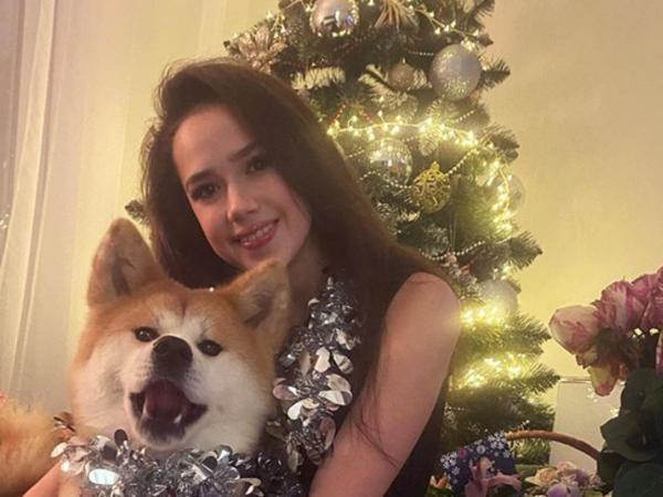 Медведева работает, а Щербакова устроила пижамную вечеринку. Как встретили Новый год российские фигуристки