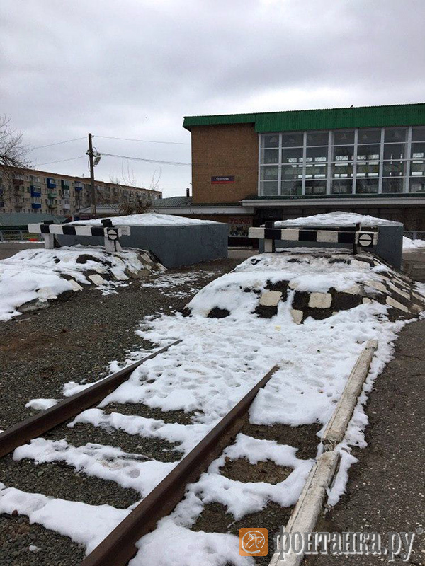 """тупик перед современным зданием станции """"Урюпино"""""""