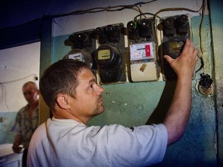 Круговая порука «Петроэлектросбыта». Жители коммуналок идут в суд целыми этажами по устаревшим долгам