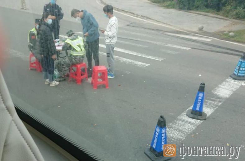 «Только приехав в Китай, мы поняли, насколько ситуация непростая». Туристы из Петербурга застряли на охваченном коронавирусом Хайнане