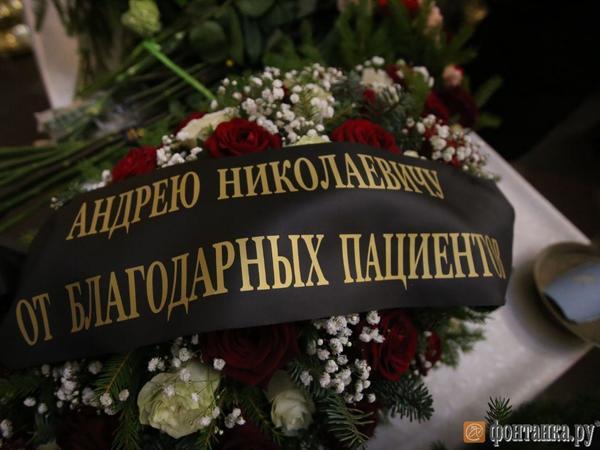 «Он дал надежду». Как Петербург проводил доктора Павленко