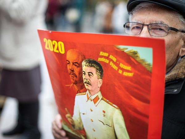 «Тяга к Сталину – моральная тупость общества». Директор «Левада-центра» о настроениях россиян